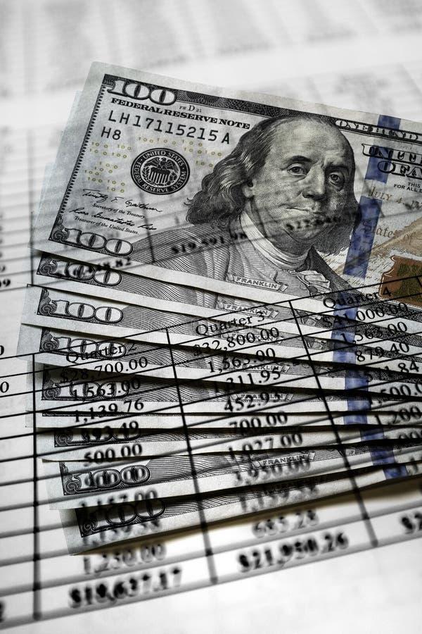 Financiële Documenten met Aantallen voor Besparingen of Inkomens Persona royalty-vrije stock fotografie