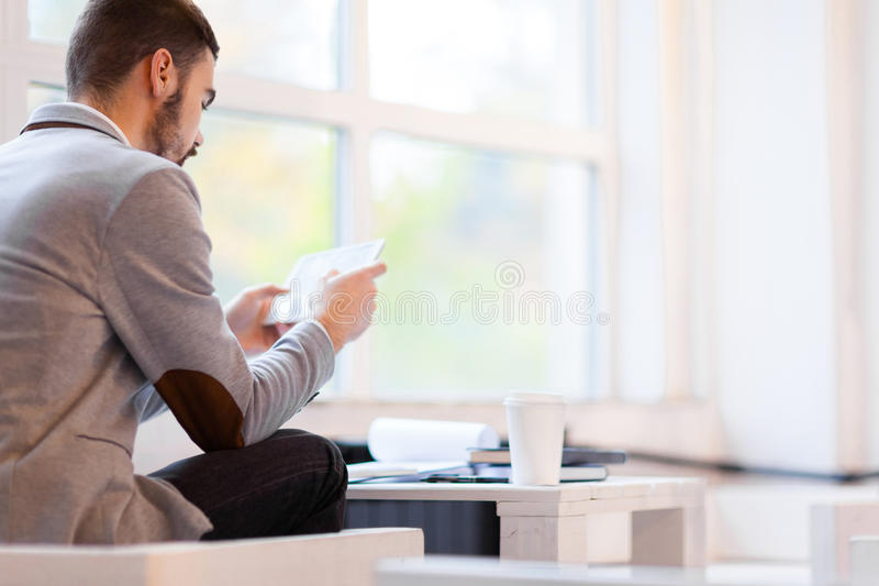 Financiële Manager Analyzing Statistics royalty-vrije stock fotografie