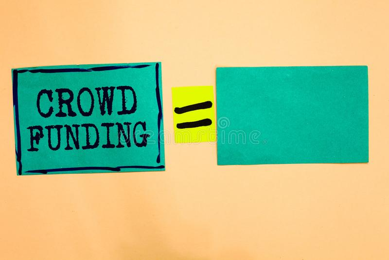 Financiación de la muchedumbre del texto de la escritura El papel de lanzamiento Fundraising de la turquesa de las donaciones de  fotografía de archivo