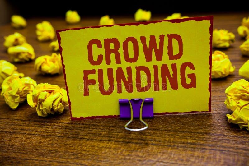 Financiación de la muchedumbre del texto de la escritura de la palabra El concepto del negocio para las donaciones de lanzamiento foto de archivo libre de regalías