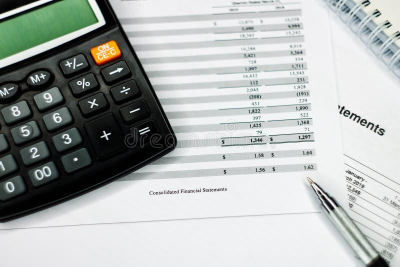Financie el concepto de los ahorros, equipo del negocio en papeleo fotografía de archivo libre de regalías