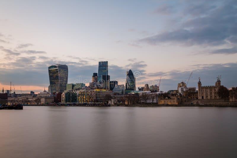 Financieel district van Londen bij zonsondergang royalty-vrije stock fotografie