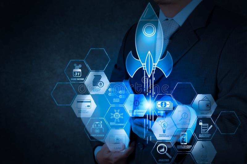 Financieel technologiestroomschema en basiscryptocurrency van de inkomensmijnbouw met blockchain starteenhoorncrypto geld virtuee stock foto