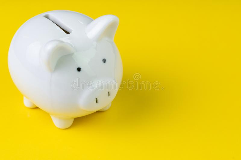 Financier, l'épargne, budget, coût ou concept d'investissement, ha blanc photo stock