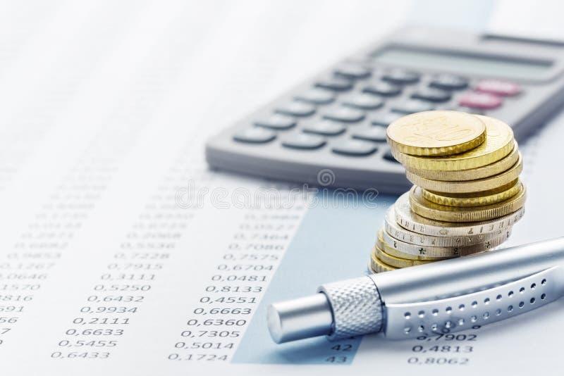 Finans - eurobunt, räknemaskiner fotografering för bildbyråer