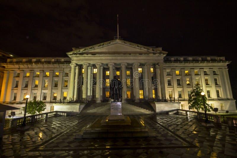 Finansdepartementet på natten royaltyfri foto
