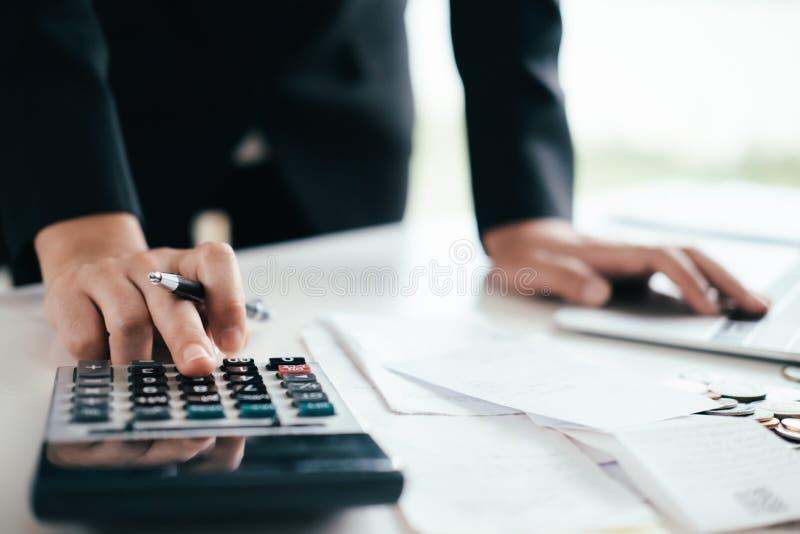 Finanse Ratuje gospodarki i inwestyci pojęcie zdjęcie stock