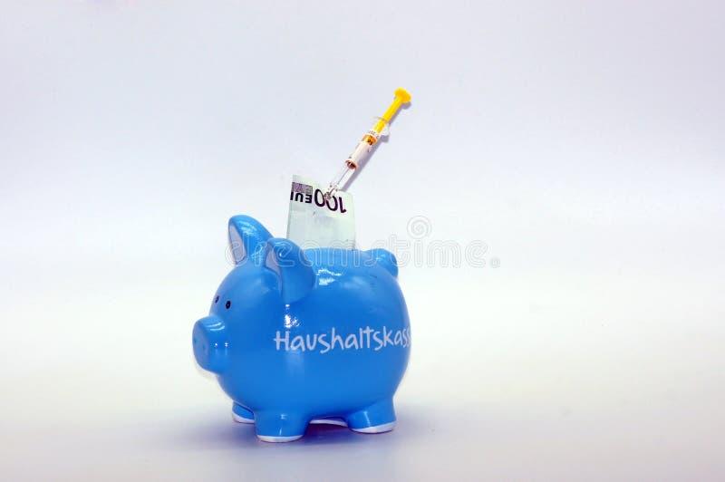Finansiell injektion för spargrisen arkivfoton
