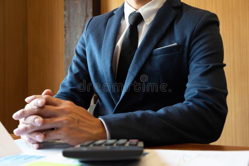 Finansiell inledning f?r cousultation f?r aff?r f?r revisorstadsplanerarem?te fotografering för bildbyråer