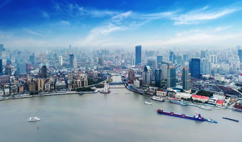 Finansiell mitt för Shanghai lujiazui åt sidan Huangpuet River royaltyfri foto