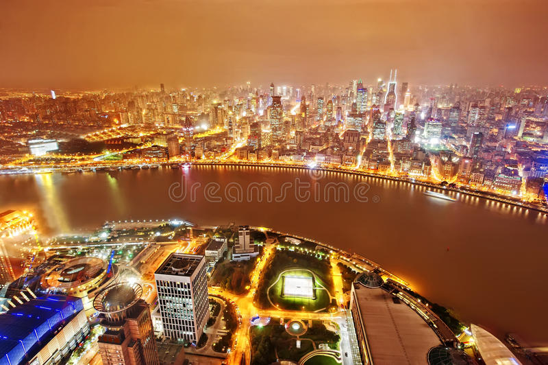 Finansiell mitt för Shanghai lujiazui åt sidan Huangpuet River arkivbilder