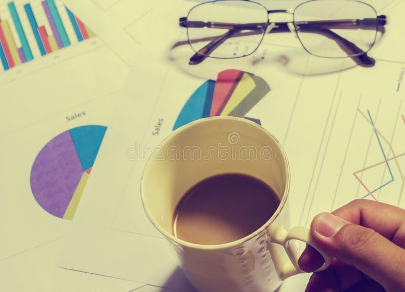 Finansiell redovisning för skrivbordkontorsaffär stock illustrationer