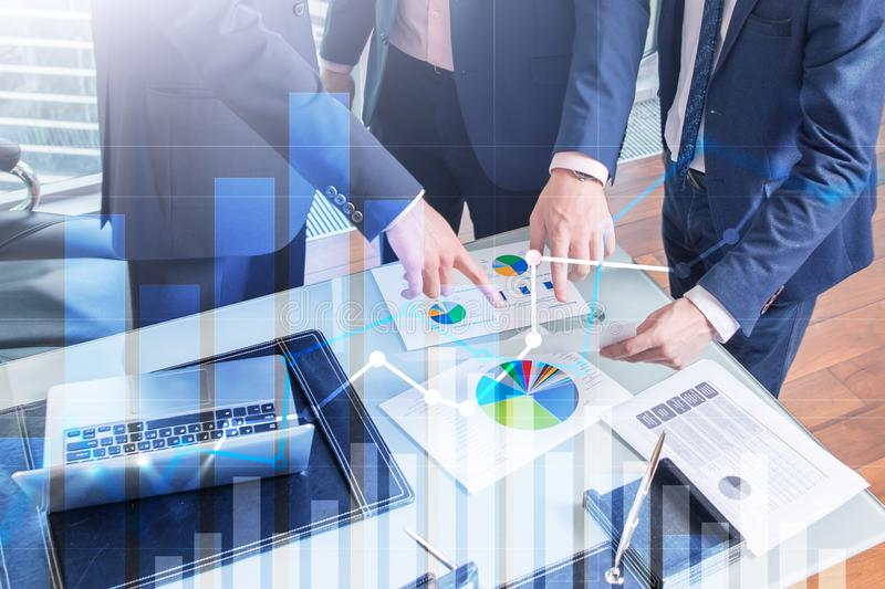 Finansiell tillväxtgraf Â-försäljningsförhöjning, begrepp för marknadsföringsstrategi royaltyfri fotografi