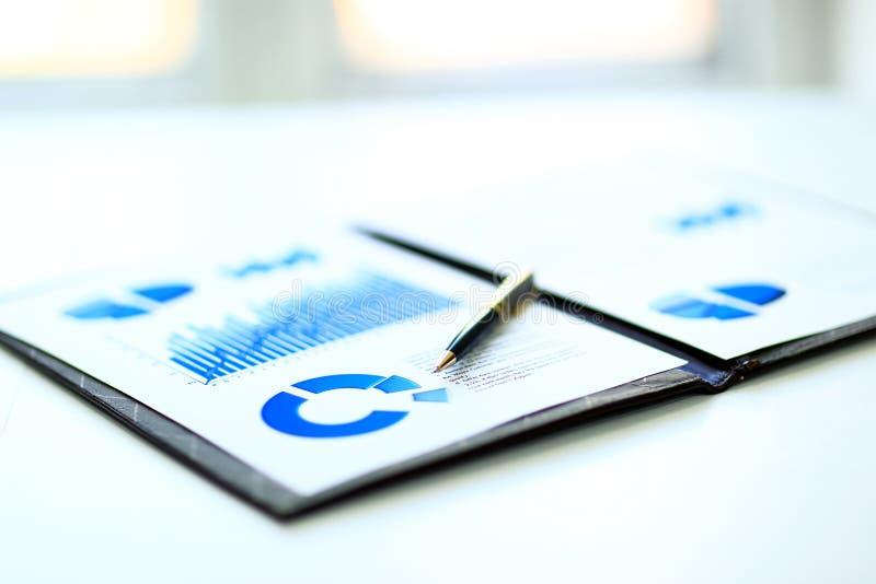 Finansiella och affärsfärgdiagram royaltyfri bild