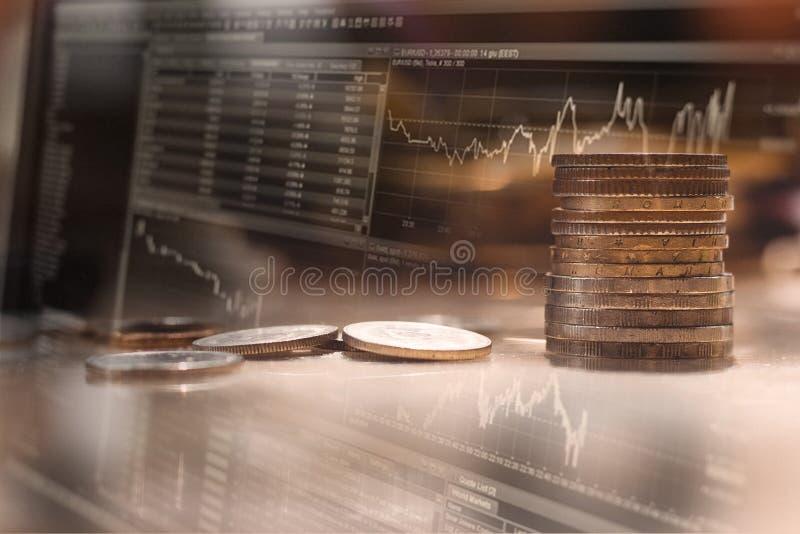 Finansowy tło z pieniądze z akcyjną mapą i obraz royalty free