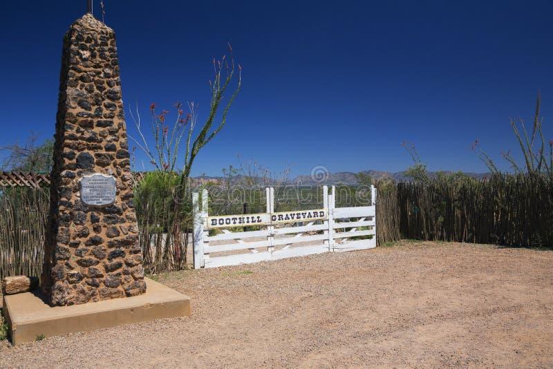 Finanzanzeige, Arizona, USA am 6. April 2015 laden Hügel-Kirchhof, altes Weststadthaus von Doc Holliday und Wyatt Earp und Schieß lizenzfreie stockbilder