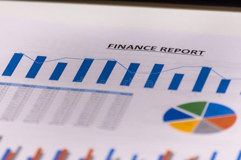 Finanzas del negocio, contabilidad, estadísticas y concepto analítico de la investigación La bolsa representa análisis gráficamen foto de archivo