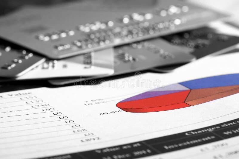 Finanzbericht und Kreditkarten A stockfotos