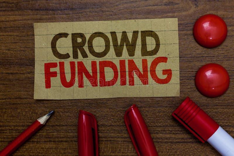 Finanziamento della folla di scrittura del testo della scrittura Marke Startup raccoglientesi fondi del cartone di donazioni dell fotografie stock