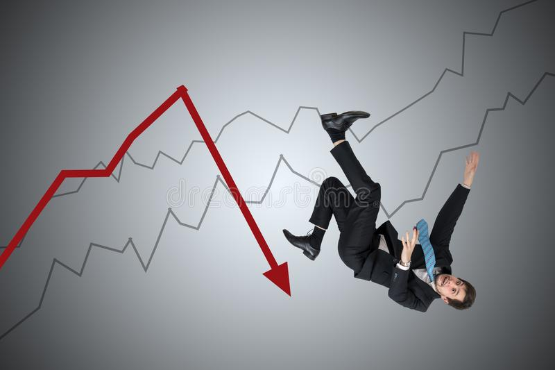 Finanzieller Verlust und Krisenkonzept Junger Geschäftsmann fällt unten vom Pfeil lizenzfreie stockfotos