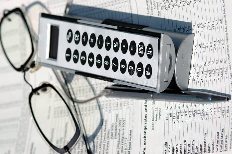 Finanzseiten und Nachrichten lizenzfreie stockfotografie