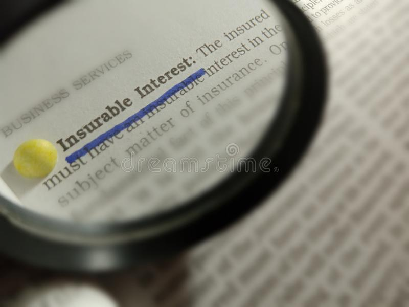 Finanzterminologie für versicherbare Zinsen, die in Buchfragen angezeigt wird stockbild
