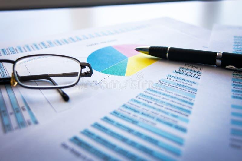 Finanzunternehmensplanung, balancieren das Portefeuille von Anlagepapieren lizenzfreie stockfotografie