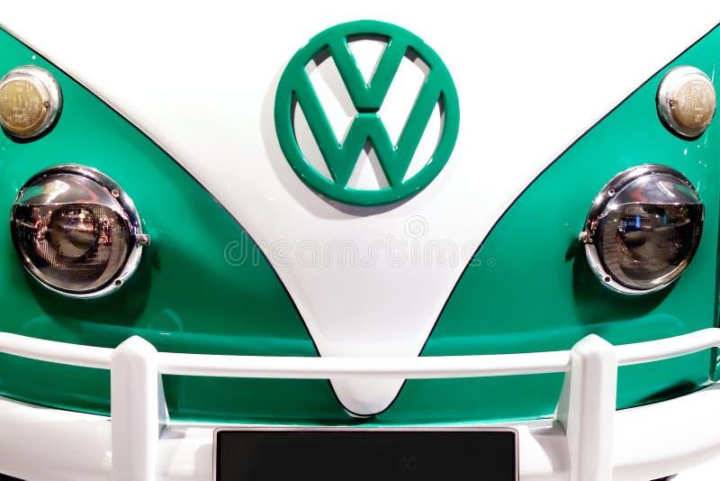 Fine anteriore del trasportatore d'annata del furgoncino del T1 Bulli di Volkswagen su immagine stock