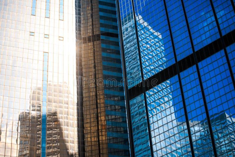 Fine commerciale moderna della costruzione sulla vista immagine stock libera da diritti