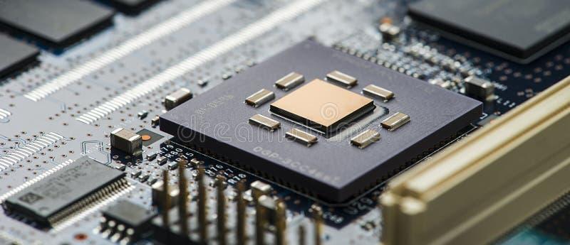 Fine del circuito di alta tecnologia su, macro concetto di tecnologia dell'informazione immagine stock libera da diritti