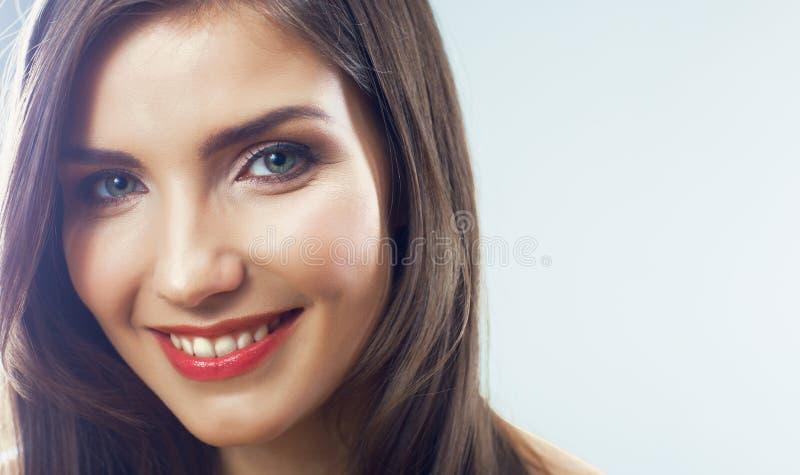 Fine del fronte della ragazza su. Ritratto della giovane donna di bellezza. fotografia stock libera da diritti