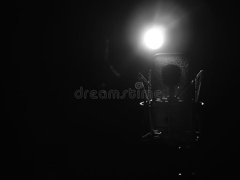 Fine del microfono di musica dello studio su in studio di registrazione sano fotografie stock libere da diritti