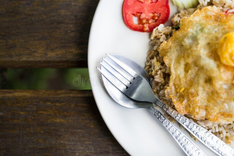 Fine del piatto del riso fritto su fotografie stock