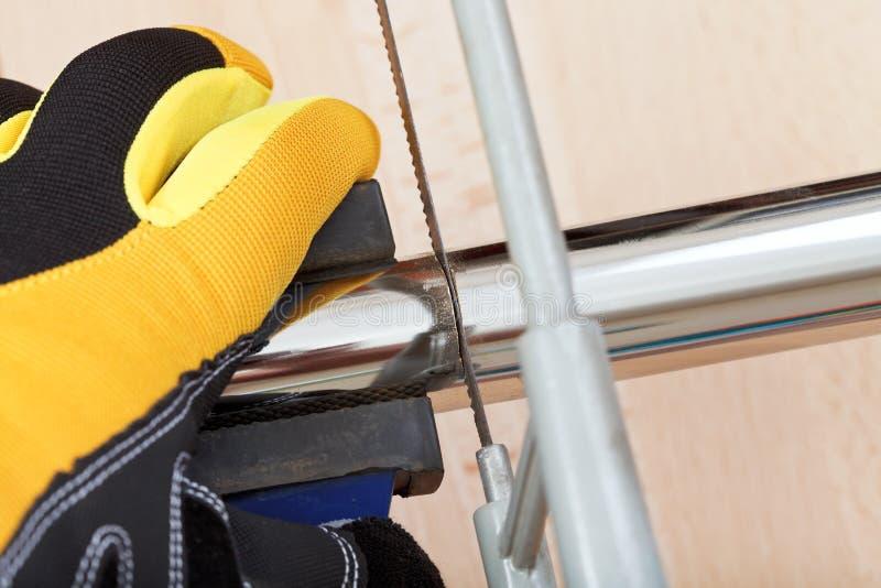 Fine del tubo di scarico di sawing dell'idraulico su fotografia stock