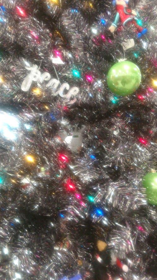 Fine dell'albero di Natale sull'ornamento di pace immagini stock libere da diritti