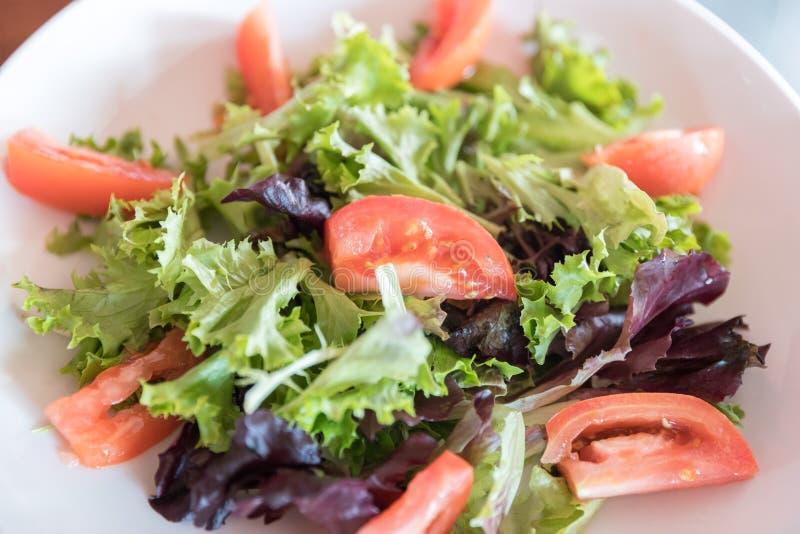 Fine dell'insalata della verdura fresca in su fotografia stock libera da diritti