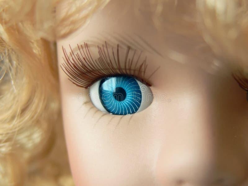 Fine dell'occhio della bambola in su fotografia stock