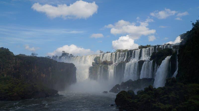Fine della cascata delle cascate di Iguazu sulle viste dal lato argentino fotografie stock libere da diritti