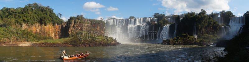 Fine della cascata delle cascate di Iguazu sulle viste dal lato argentino immagini stock libere da diritti