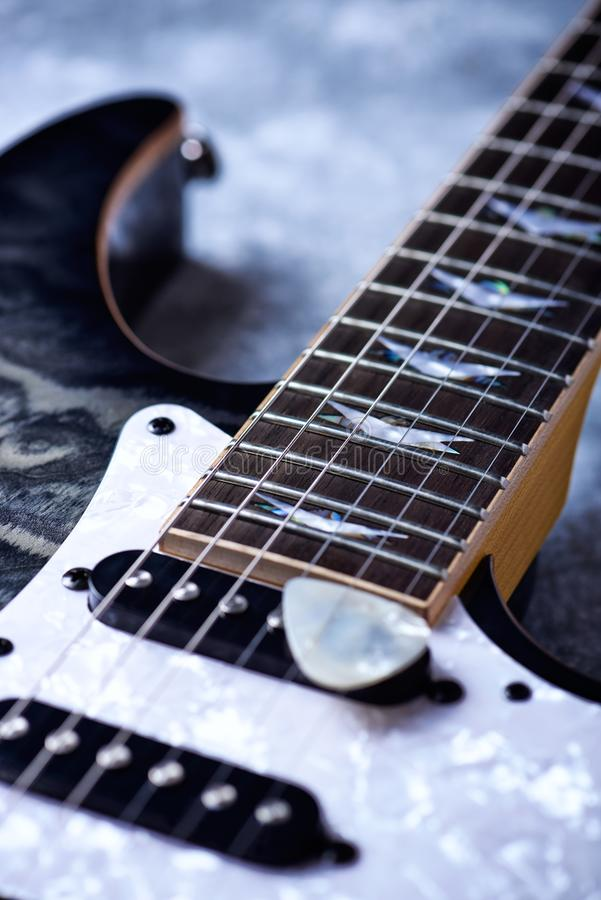 Fine della chitarra elettrica in su immagine stock