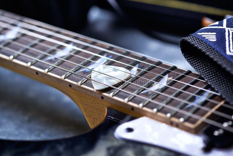 Fine della chitarra elettrica in su immagini stock libere da diritti
