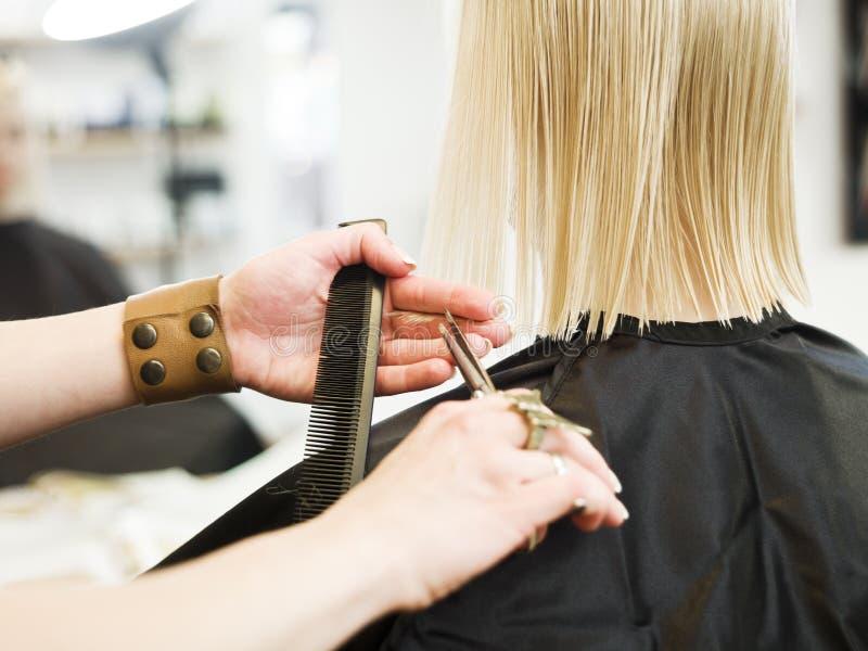 Fine della preparazione dei capelli in su fotografia stock
