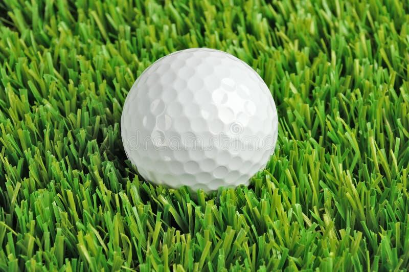Fine della sfera di golf in su fotografie stock