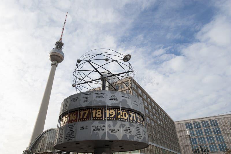 Torre Berlino Alexanderplatz dell'orologio TV del mondo fotografia stock