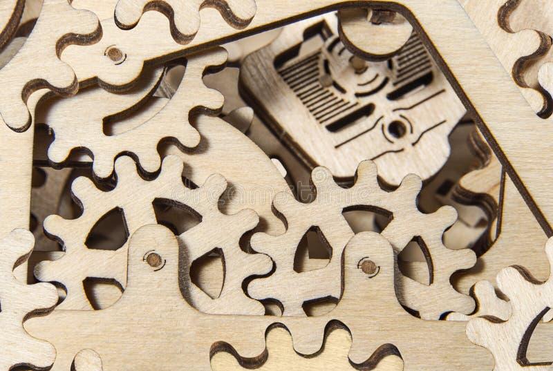 Fine di legno del meccanismo di ingranaggio su fotografie stock