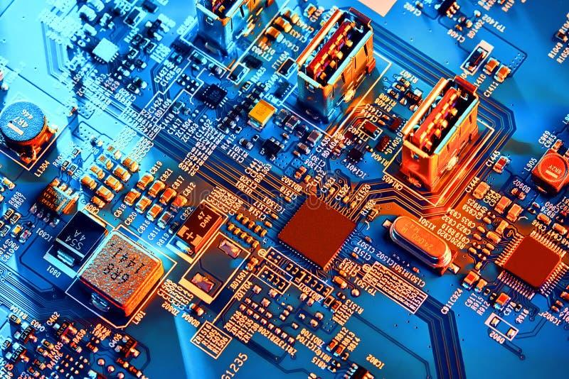 Fine elettronica del circuito in su Circuito di alta tecnologia fotografie stock