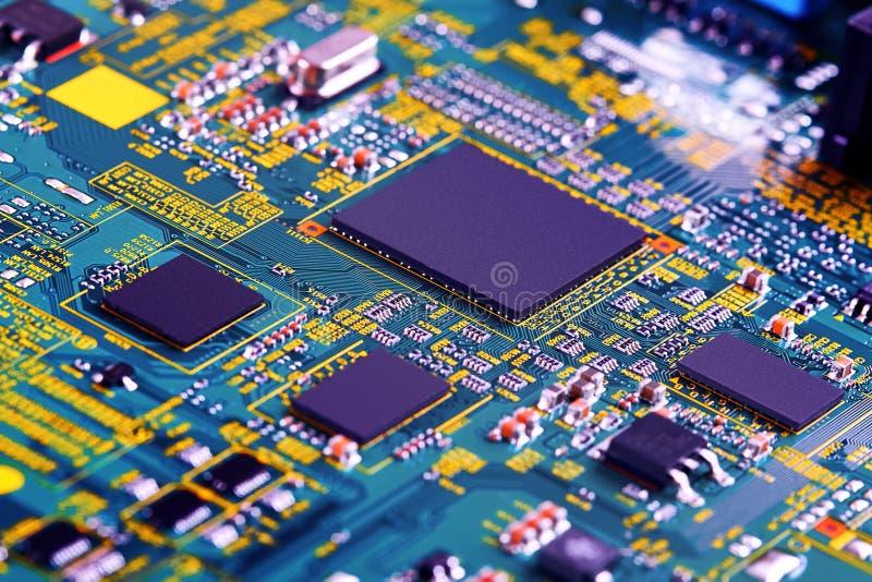 Fine elettronica del circuito in su Circuito di alta tecnologia fotografie stock libere da diritti