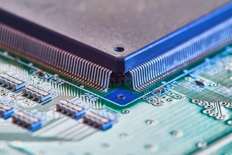 Fine elettronica del circuito in su Circuito di alta tecnologia fotografia stock