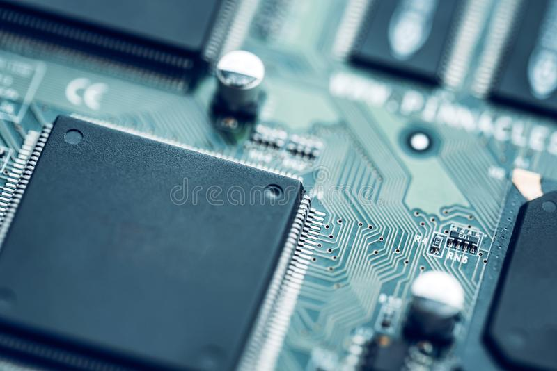 Fine elettronica del circuito in su Priorità bassa alta tecnologia moderna fotografia stock libera da diritti