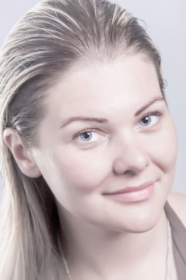 Fine femminile della donna del fronte sano e naturale sul ritratto immagine stock libera da diritti